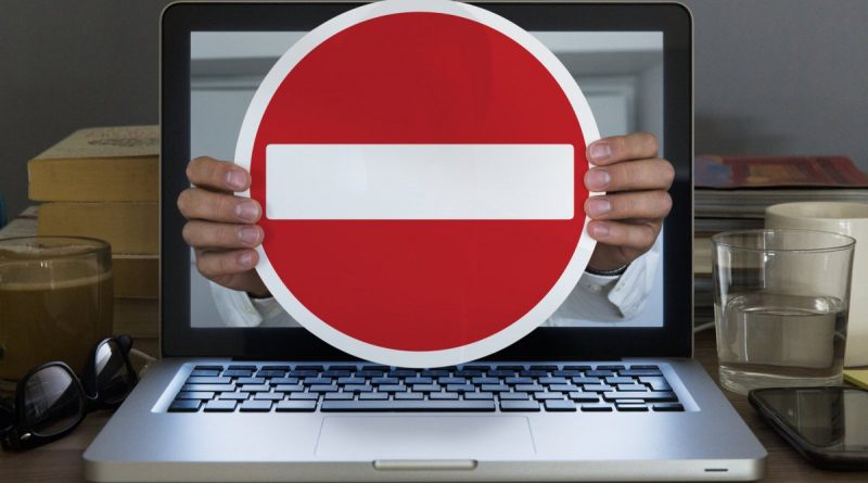 В Госдуме предложили блокировать пользователей мессенджеров и email за запрещенную в РФ информацию