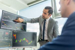 Финансовый сегмент интерне-индустрии - один из самых динамично-развивающихся в мировой экономике. Каждый день появляются новые сервисы и предлагаемые ими возможности, растут качество и надежность. При этом, игроки не способные предложить пользователю услуги конкурентоспособного качества уходят с рынка - выживает сильнейший.